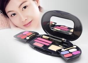 Bộ trang điểm Thái Lan gồm 4 màu môi,4 màu mắt,2 má hồng,1 phấn,1 mascara,1 bút chì